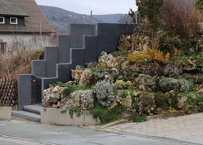 Stützmauer für Treppenaufgang